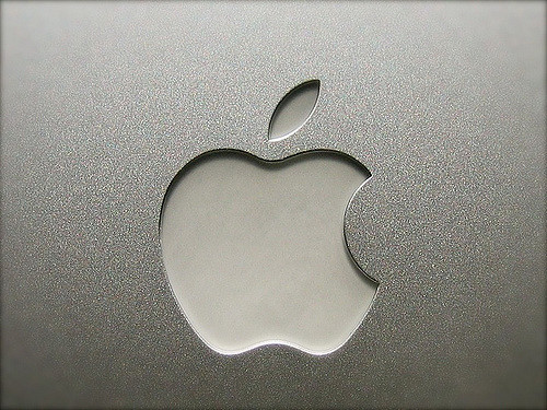 G4 Powerbook Apple Logo-KevinT.Houle Flickr
